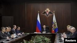 Le président Vladimir Poutine lors d'un conseil de securité à Moscou, Russie, le 11 mars 2016.