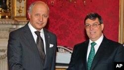 Menteri Luar Negeri Perancis Laurent Fabius (kiri) saat bertemu mitranya dari Kuba Rodriguez Parilla di Paris 14/3).