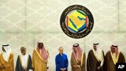 사우디 아라비아 리야드에서 열린 미-걸프 6개국 협력회의 전략 포럼에 참석해 단체 기념촬영을 하는 힐러리 클린턴(중앙) 미 국무장관