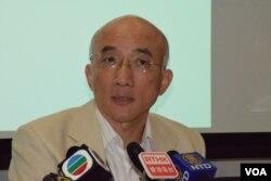 香港科技大學社會科學部副教授成名表示,港府政改方案是類似伊朗、北韓式的選舉。(美國之音湯惠芸)