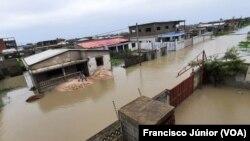 Ciclone Eloise deixa cidade da Beira inundada
