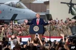 도널드 트럼프 미국 대통령이 지난해 6월 한국 오산 미군기지에서 장병들을 격려했다.