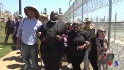 Des groupes religieux contre un centre de détention pour migrants aux USA (vidéo)