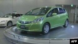 Hibridni model popularnog Hondinog automobila tipa fit, u evropi poznatog pod nazivom džez