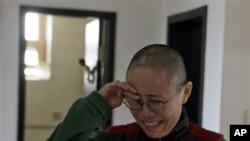 2012年12月6号在家中被严密看管的刘晓波太太刘霞向到访记者泣诉