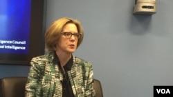 美國國家情報委員會戰略未來小組的主任弗萊博士在報告會上(2017年2月7日,美國之音莉雅拍攝)