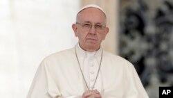 罗马天主教宗方济各星期三在梵蒂冈圣保罗广场作每周演讲