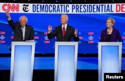 버니 샌더스 상원의원(왼쪽부터), 조 바이든 전 부대통령 그리고 엘리자베스 워런 상원의원이 지난달 16일 미국 오하이오주 웨스터빌의 오터바인 대학에서 열린 민주당 대선 경선후보 4차 TV 토론회에 참석했다.