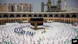 عکس وزارت اطلاعاترسانی عربستان سعودی شمار محدودی زائر را در روز عید قربان در صحن مکه نشان میدهد