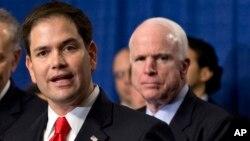 Los senadores republicanos Marco Rubio y John McCain están entre los patrocinadores de la medida.
