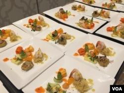 Makanan pembuka gala dinner berupa asinan Jakarta, selada Bangka, udang Bali, perkedel, ikan bumbu Bali.