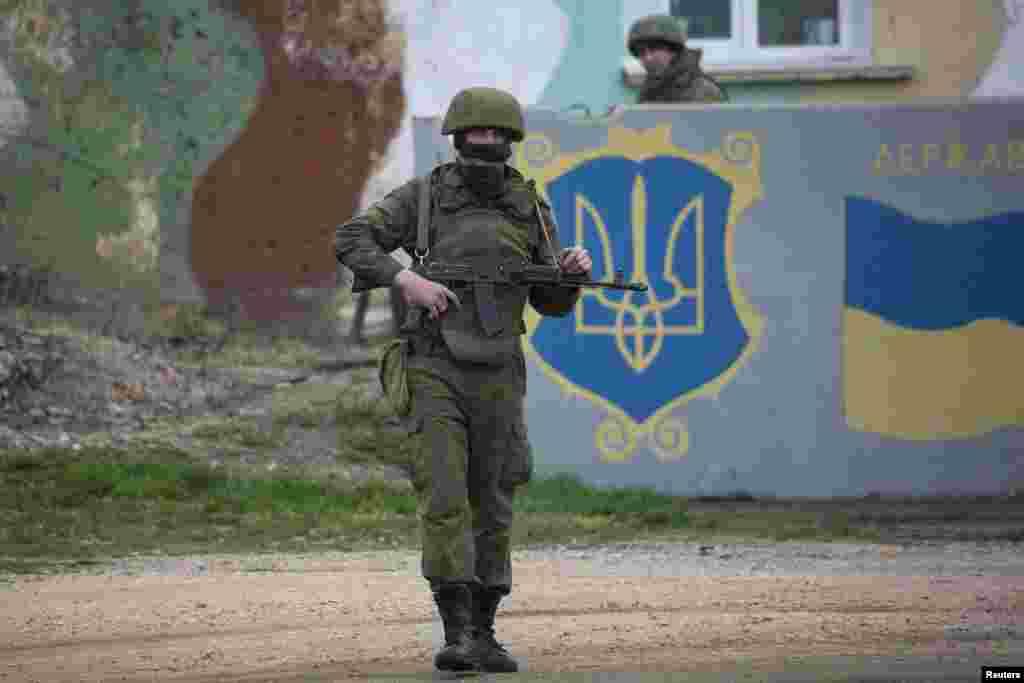 یوکرین کے علاقے کریمیا میں روس کی فورسز کی سرگرمیوں پر امریکہ سمیت ممالک مختلف ممالک کی جانب سے تشویش کا اظہار کیا جا چکا ہے اور اس اقدام کو جارحیت کے مترادف قرار دیا جا رہا ہے۔
