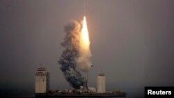 Tên lửa Trường Chinh 11 xuất phát từ bệ phóng đặt trên một tàu biển ở Hoàng Hải, 5/6/2019