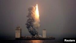 Пуск китайской ракеты с мобильной платформы