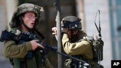 Binh sĩ Israel trong cuộc đụng độ với người Palestine tại thành phố Bờ Tây ở Hebron, ngày 13/10/2015.