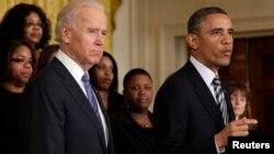 """El presidente Obama dice que esta es """"la mejor oportunidad en una década"""" para mejorar el control de armas."""
