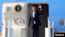 رئیس جمهوری آمریکا هنگام ورود به روسیه برای شرکت در اجلاس رهبران ۲۰ قدرت اقتصادی جهان، ۵ سپتامبر ۲۰۱۳