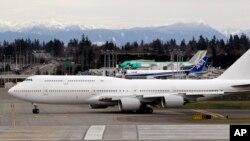 Пассажирский авиалайнер «Боинг-747-8» (архивное фото)
