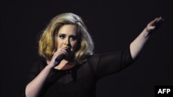 The British superstar Adele wants people to enjoy her live performances, and not videotape them.