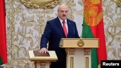 លោក Alexander Lukashenko ស្បថចូលកាន់តំណែងជាប្រធានាធិបតីបេឡារុសនៅអាណត្តិថ្មី នៅទីក្រុង Minsk ថ្ងៃទី២៣ ខែកញ្ញា ឆ្នាំ២០២០។