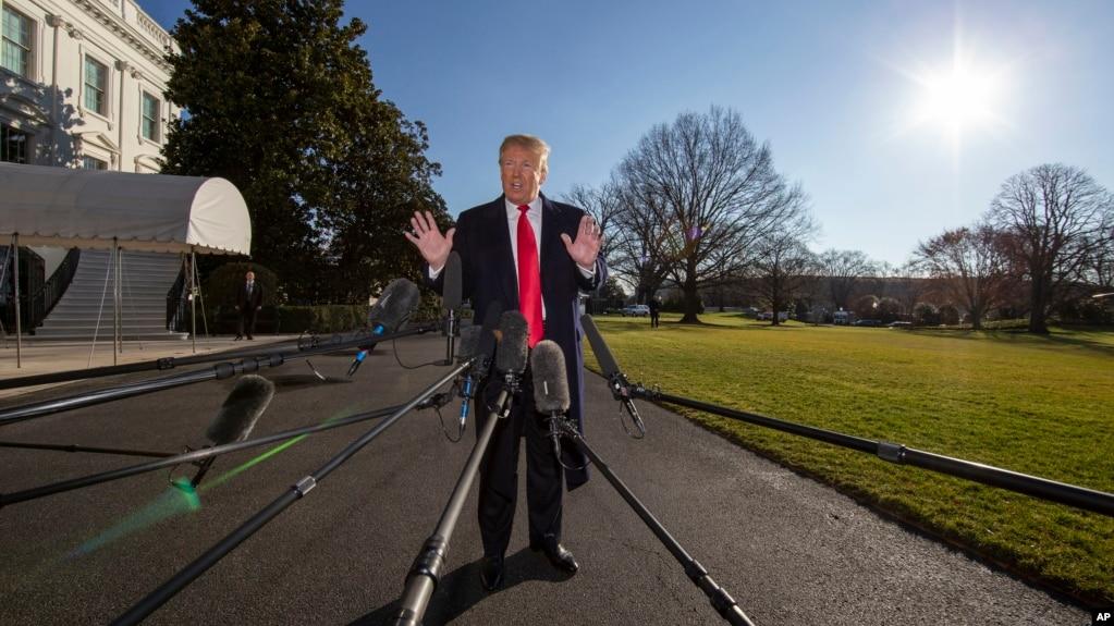 Tổng thống Trump trả lời báo chí bên ngoài Nhà Trắng hôm 6/1.