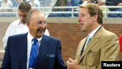 Ông William Clay Ford Sr. (trái) và con trai Bill Ford Jr.