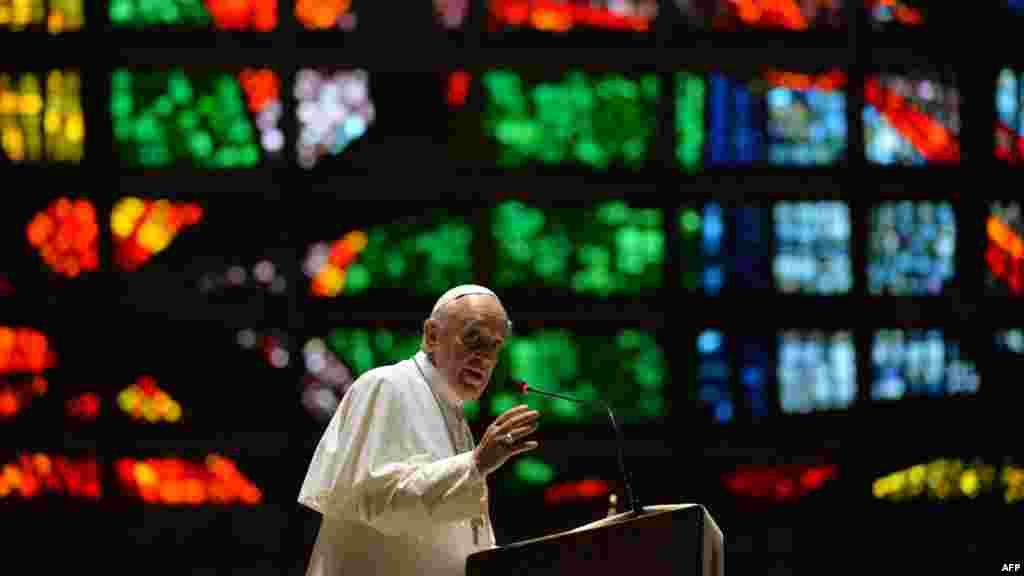 Đức Giáo Hoàng Phanxicô giảng thuyết tại nhà thờ Rio de Janeiro, 25/7.