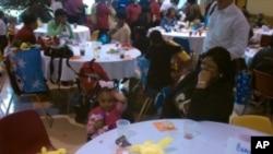 今年有200多个无家可归的孩子参加了圣诞派对