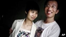 胡佳和妻子曾金燕(资料照片)
