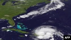 Ảnh vệ tinh cho thấy bão Irene đi qua Puerto Rico và Cộng hòa Dominique, ngày 23/8/2011
