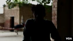 قصور میں زیادتی کا نشانہ بننے والے بچے اپنا گھر بار چھوڑ چکے ہیں۔ اُن کا کہنا ہے کہ جب سے ہماری ویڈیوز سامنے آئی ہیں، خاندان والوں نے بھی منہ پھیر لیا ہے۔