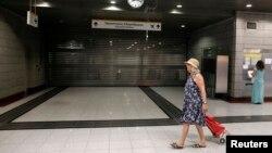 Một nhà ga xe lửa bị đóng cửa tại vùng ngoại ô phía bắc Athens, ngày 16/7/2013. Các cuộc đình công đã gây gián đoạn cho các dịch vụ công cộng.