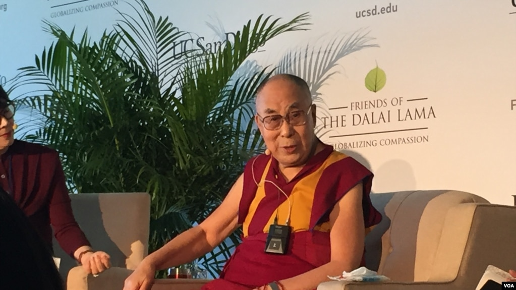 达赖喇嘛举行记者会。(美国之音李逸华拍摄)