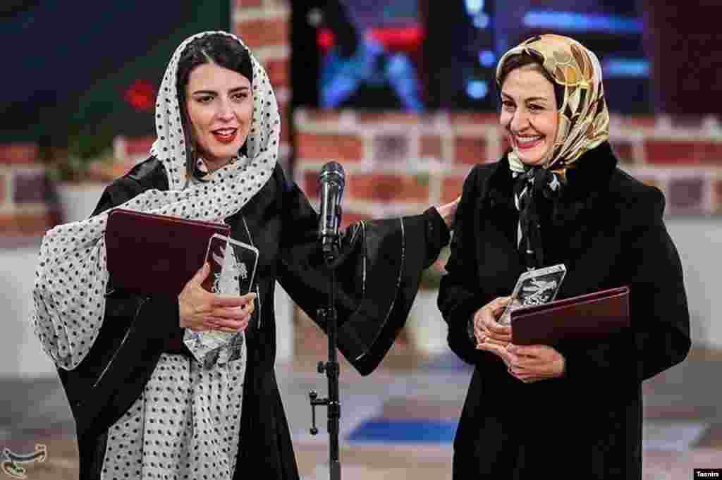 سی و پنجمین جشنواره فیلم فجر در ایران با اهدای جوایر به پایان رسید. مریلا زارعی و لیلا حاتمی با هم برنده بهترین نقش زن شدند. عکس: حامد ملکپور