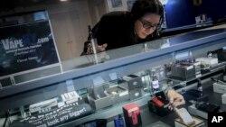 En un informe publicado el viernes, los Centros para el Control y la Prevención de Enfermedades (CDC) de EE.UU. enumeraron los productos que los pacientes citan con mayor frecuencia, señalando que algunos de ellos dijeron que fumaron con más de uno de ell