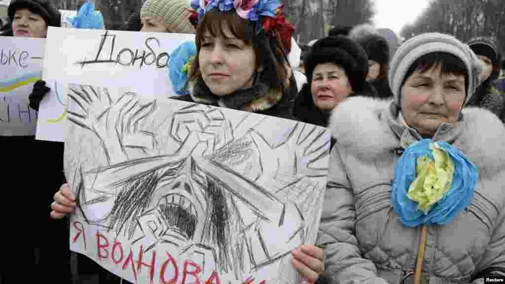 Masu zanga-zanga a Volnovakha, Ukraine, Janairu 18, 2015.