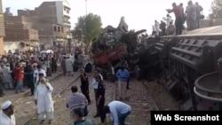 حیدر آباد کے قریب مسافر ٹرین اور مال گاڑی میں حادثے کے بعد کا منظر۔ 20 جون 2019
