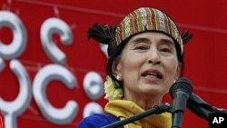 4월 총선 후보로 출마한 민주화 운동가 아웅산 수치 여사.