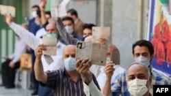 Iranci u redu za glasanje na biračkom mjestu u Teheranu, 18. juni 2021.