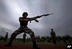 中国军人参加军事演习