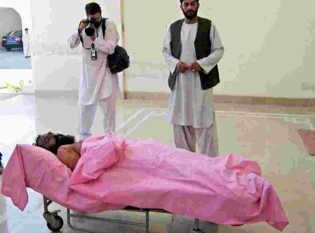 ۱۳مه ۲۰۰۷- ملا دادالله، فرمانده نظامی ارشد طالبان، درعملیاتی به رهبری امریکا در ایالت هلمند در جنوب افغانستان کشته می شود. او یکی از تواناترین و بی رحم ترین فرماندهان طالبان تلقی می شد.