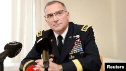 Chỉ huy Bộ Tư lệnh Mỹ ở châu Âu Curtis M. Scaparrotti tại Phần Lan, tháng 8/2017.