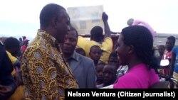 Abel Chivukuvuku, líder da CASA-CE, visita o município do Balombo, província de Benguela