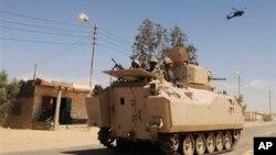 Pasukan Mesir melakukan patroli (foto: ilustrasi).