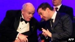 Академик Евгений Велихов и президент Дмитрий Медведев на бизнес-форуме в Санкт-Петербурге. Архивное фото: 5 июня 2009г.