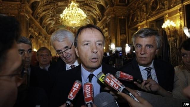 Ông Jean-Pierre Bel, trưởng đoàn thượng nghị sỹ đảng Xã hội trong cuộc họp báo tại Paris, ngày 25/9/2011