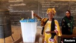 Wata mata na kada kuri'arta a kasar Mali