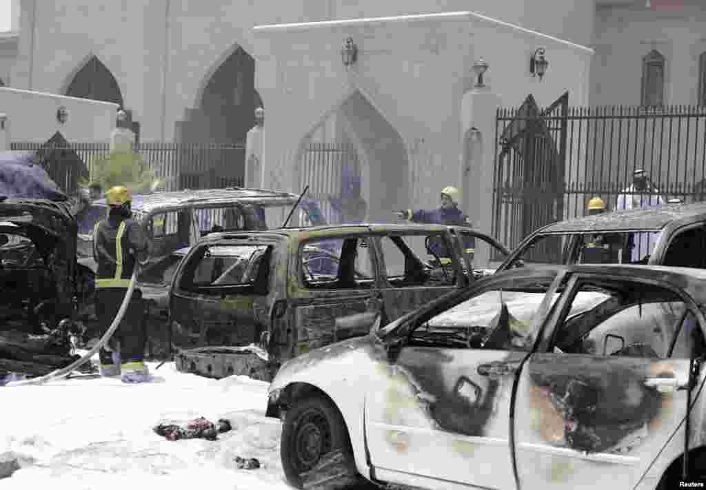 سعودی عرب کے شہر دمام میں سعودی حکام کے مطابق شیعہ مسلمانوں کی ایک مسجد کے باہر بم دھماکے سے چار افراد ہلاک ہو گئے ہیں۔