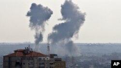 15일 이스라엘의 공격으로 연기가 치솟는 팔레스타인 가자 지구.