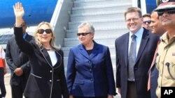 6일 인도 콜카타 공항에 도착한 힐러리 클린턴 미국 국무장관
